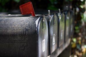 neslwetter: quattro mail box in metallo in fila