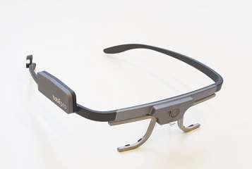 un eye tracker indossabile su sfondo grigio chiaro