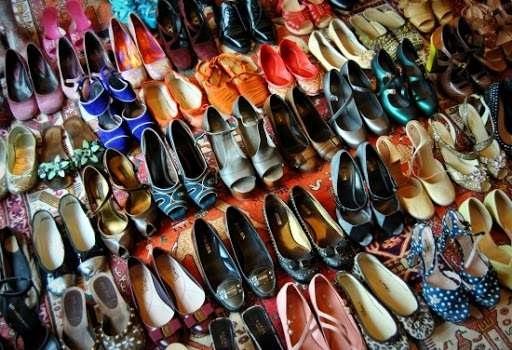 scarpe colorate ordinate per dimostrare il carico cognitivo nelle foto